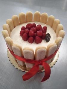 Tort tiramisu z maliną